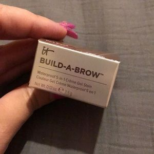 Build a brow - shade dark brown